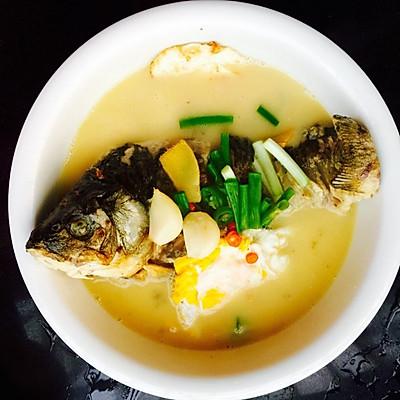 荷包蛋鯽魚湯