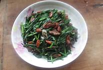 韭菜炒核桃的做法