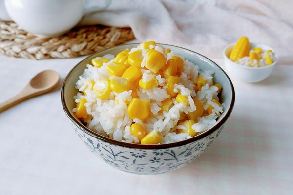 油香白饭甜玉米的做法