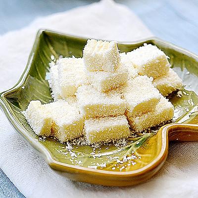 Q感十足的人气甜品——椰丝牛奶小方块