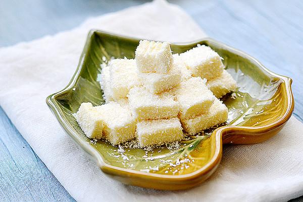 Q感十足的人气甜品——椰丝牛奶小方块的做法