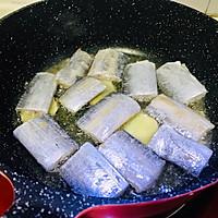 #味達美名廚福氣汁,新春添口福#年年有魚~紅燒帶魚的做法圖解2