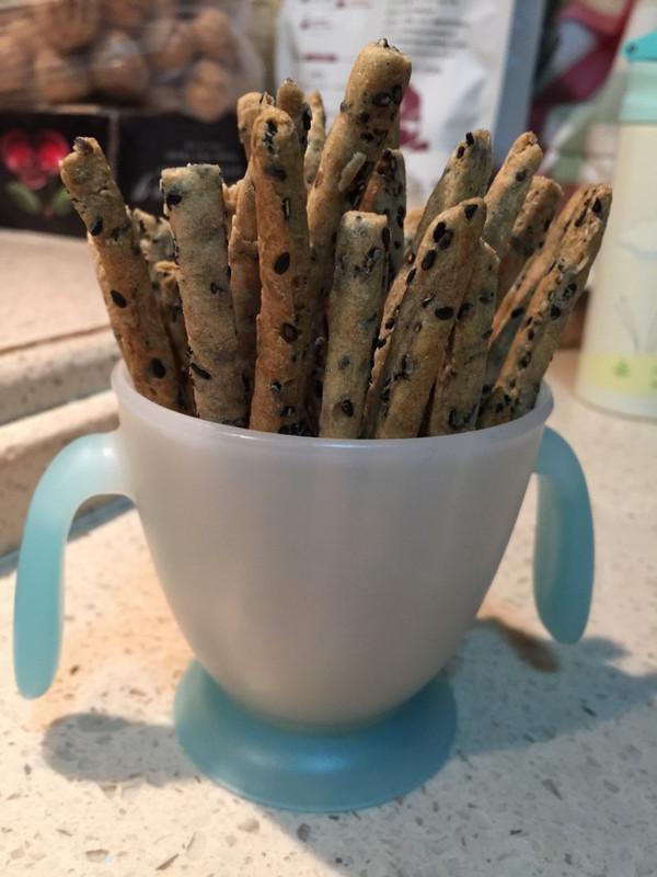 和一和就做好了的黑芝麻全麦咸饼干棒的做法