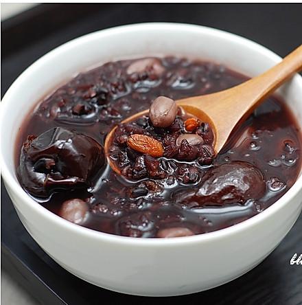 花生红枣黑米粥的做法