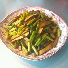 五香干炒蒜苗(蒜苔)