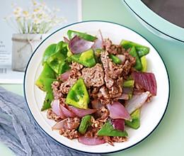 青椒炒牛肉这样做,不老不柴肉嫩滑爽口好吃的做法