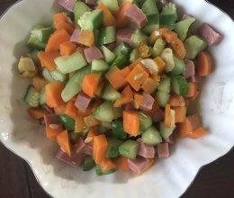 黄瓜胡萝卜炒火腿的做法