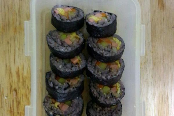 家常版黑米寿司的做法