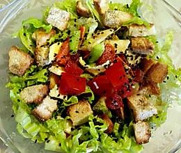 油醋汁烤面包粒蔬菜沙拉的做法