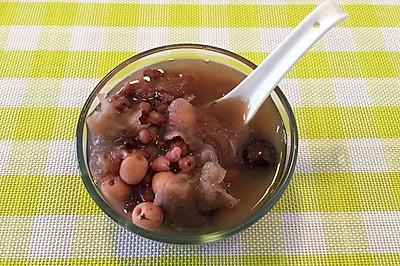 红豆薏米红枣银耳莲子羹