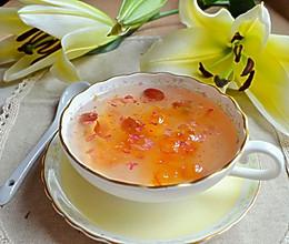 玫瑰雪梨炖桃胶的做法