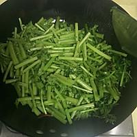 快手菜素炒茼蒿的做法图解5