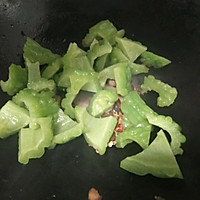 #一人一道拿手菜#腊肉炒苦瓜的做法图解5