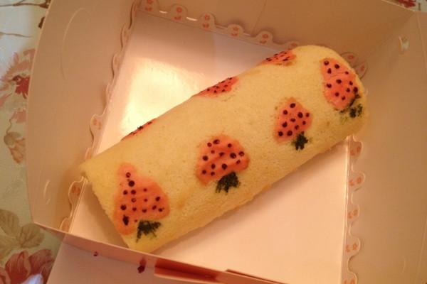 可爱草莓蛋糕卷的做法