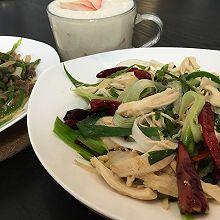 秘制椒麻鸡+秘制小炒黄牛肉,配奶昔