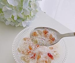 养生女孩必备—桃胶雪燕皂角米炖牛奶的做法