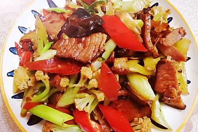 胡萝卜腊肉炒菜花,越吃越过瘾