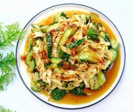#换着花样吃早餐#凉拌油豆皮黄瓜,好吃营养又下饭。的做法
