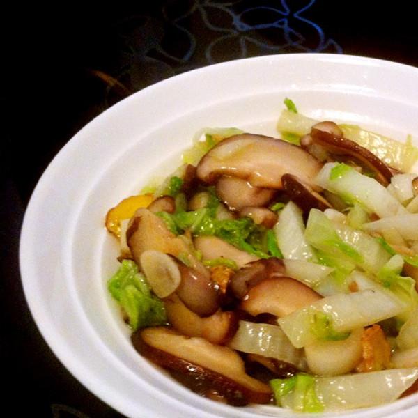 宝宝爱吃~香菇烩大白菜的做法
