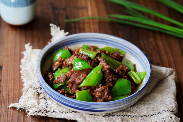 牛肉炒青椒的做法