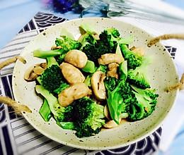 #硬核菜谱制作人#西兰花小炒口蘑的做法