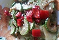西葫芦炒红椒的做法