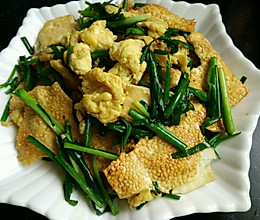 韭菜鸡蛋炒烧饼的做法