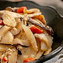 #快手又营养,我家的冬日必备菜品#梨炒鸡|脆爽滋润