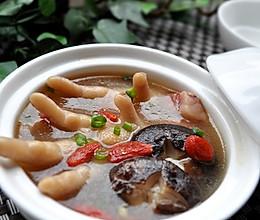 香菇枸杞鸡脚汤的做法