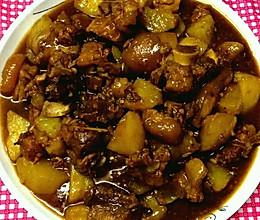 土豆闷猪蹄肉的做法