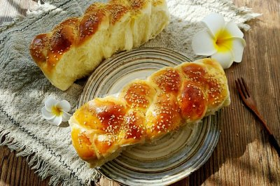 鸡蛋炼乳面包