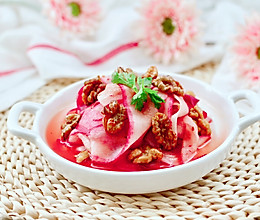 #换着花样吃早餐#水萝卜拌核桃仁的做法