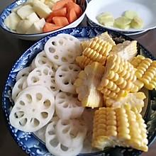 缤纷夏日:玉米莲藕炖排骨