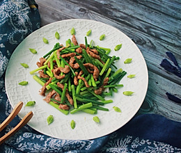 #母亲节,给妈妈做道菜#韭菜花炒肉丝的做法