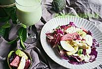 牛油果奶昔+鸡胸肉牛油果紫叶生菜沙拉#博世红钻家厨#的做法