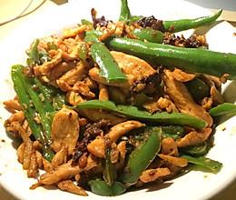 青椒嫩炒鸡胸肉的做法