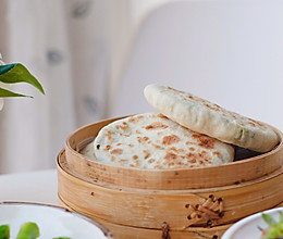 #憋在家里吃什么#快手烫面版韭菜盒子的做法