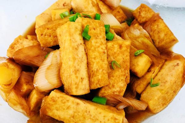 【家常菜】大葱烧豆腐的做法