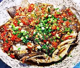 超级美味的鲜红椒蒜蓉酱鸦片鱼头的做法