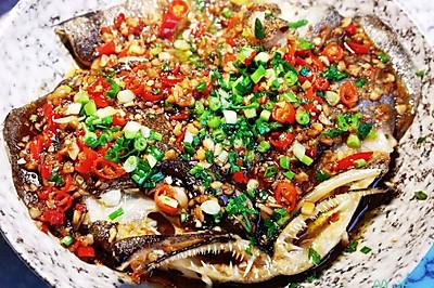 超级美味的鲜红椒蒜蓉酱鸦片鱼头