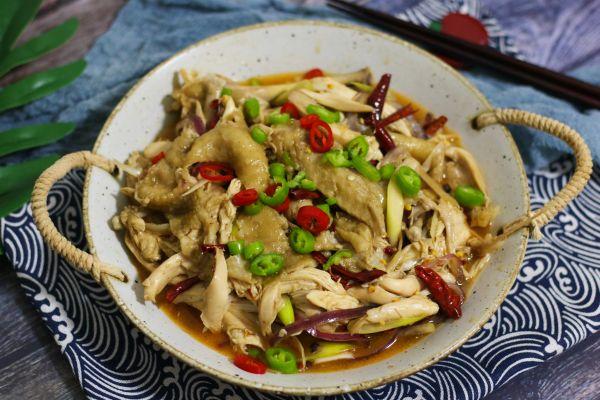 椒麻鸡(最正宗新疆做法,附赠鸡肉鲜香鸡皮Q弹的秘密)的做法