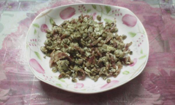 培根炒蚬肉的做法