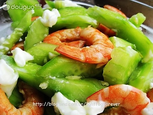 鲜虾凉拌鲜黄瓜的做法