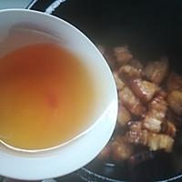 砂锅版鹌鹑蛋红烧肉的做法图解3