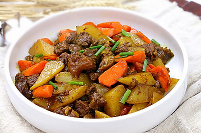 軟糯的牛肉清香的蘿卜·燉牛肉