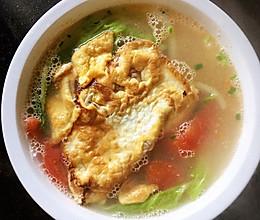 #憋在家里吃什么#简简单单的番茄白菜煎蛋汤的做法