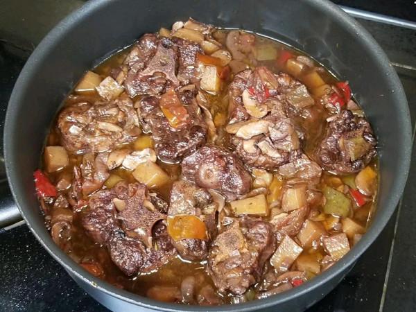 红酒煮牛尾的做法