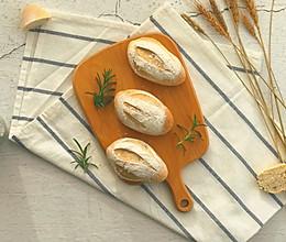 弥漫着香味的迷迭香布里面包的做法