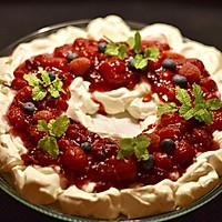 圣诞节吃不胖:简易圣诞花环果莓蛋白酥