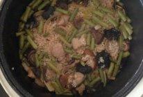 好老公豇豆香菇木耳焖饭的做法